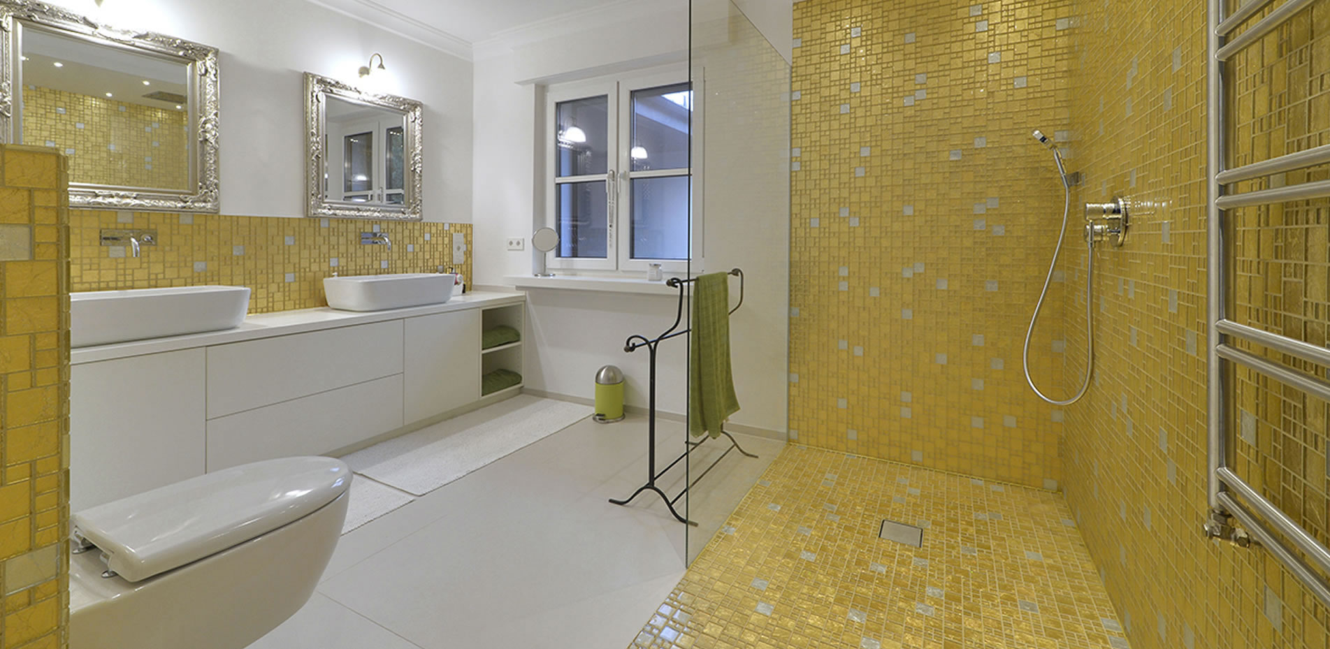 Badezimmer mit Echtgoldmosaik in Paderborn - Raumwerk Paderborn
